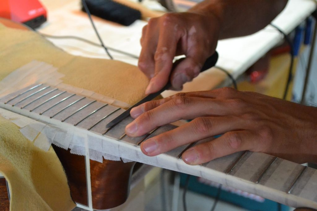 Gitaarreparatie door Zandbergen Guitars